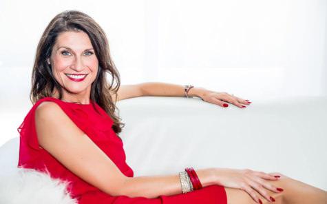 Kasia Jamroz elegant smiling pose SHE photography